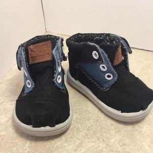 TOMS Blue canvas Velcro shoes size T3